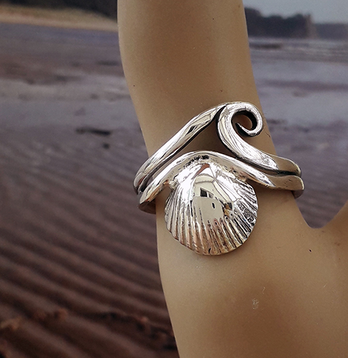 Cockle shell and wave ring